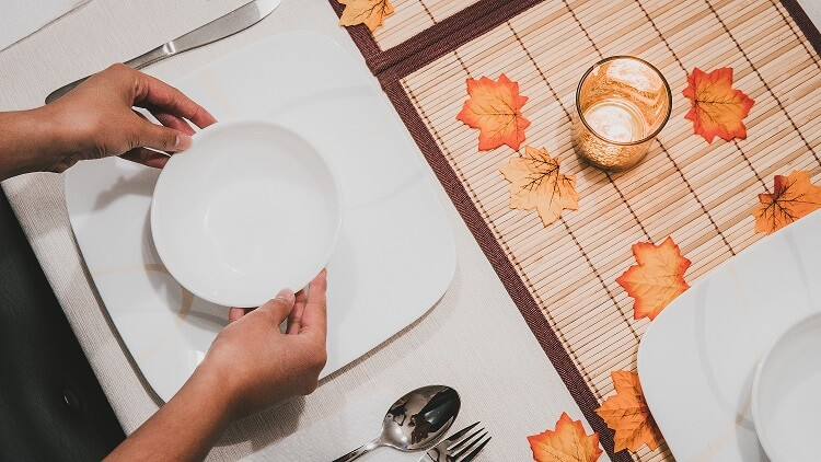 setting Thanksgiving dinner table