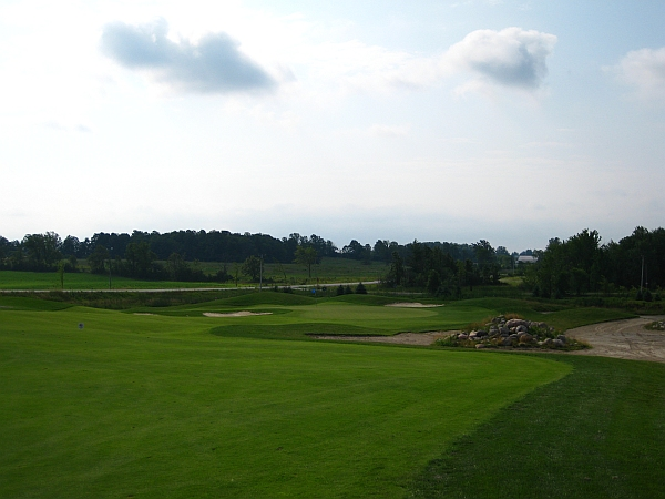 Baxter Creek: The course's opener demonstrates the mix of bunkering styles.