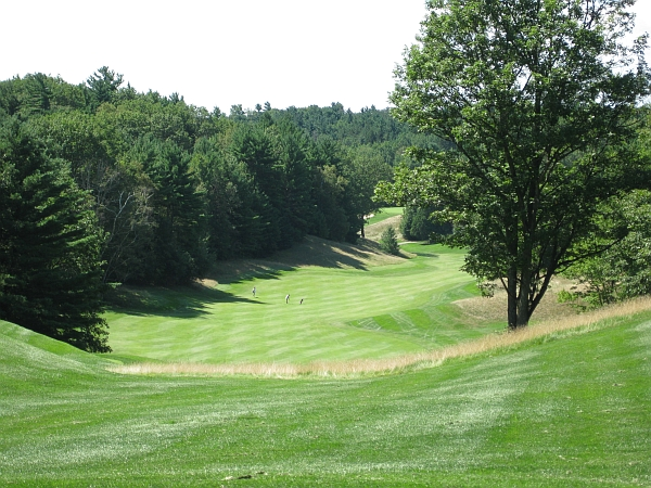 The 14th hole at Summit has one of the most dramatic tee shots in Toronto.