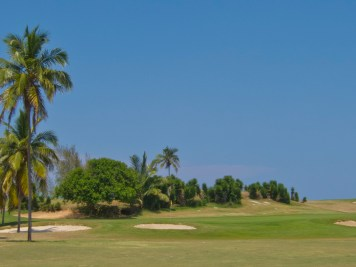 Par-5 7th hole at Varadero Golf Club