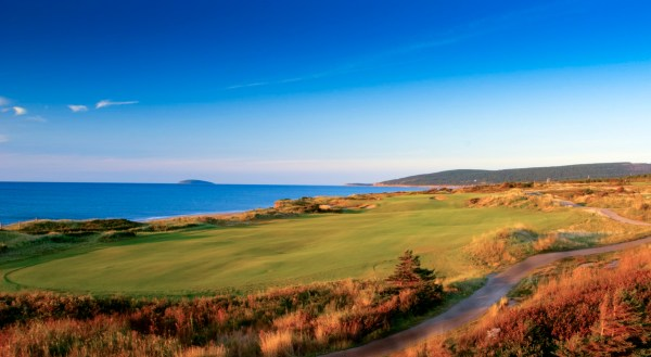 The world class par-4 15th hole at Cabot Links
