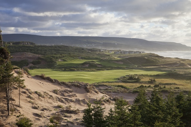 The incredible second hole at Cabot Cliffs features a remarkable green site.