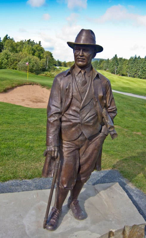 Stanley Thompson memorial statue at Highlands Links