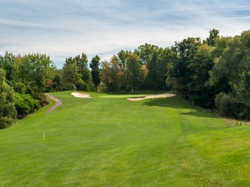 Long par-4 18th makes for a challenging finish