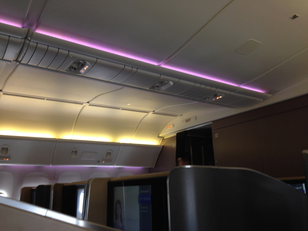 Singapore Airlines Boeing 777-300ER mood lighting