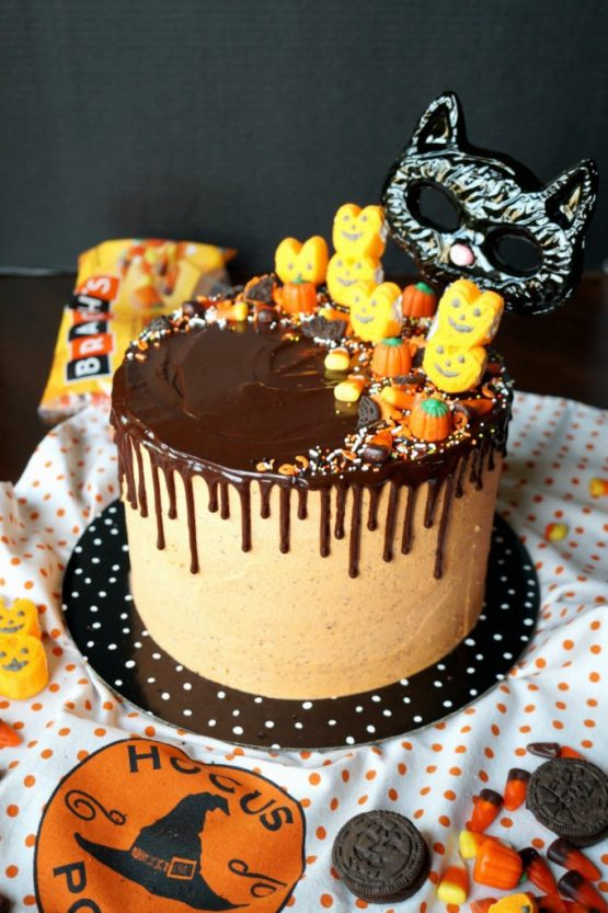 Halloween Cookies and Cream Cake from 30 Halloween Food & Treats Kids Will LOVE