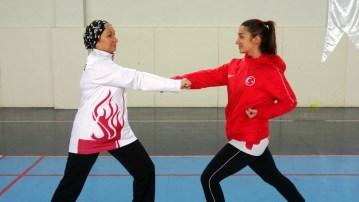 Milli sporcu olan anne ile kızı aynı fakültede eğitim görüyor