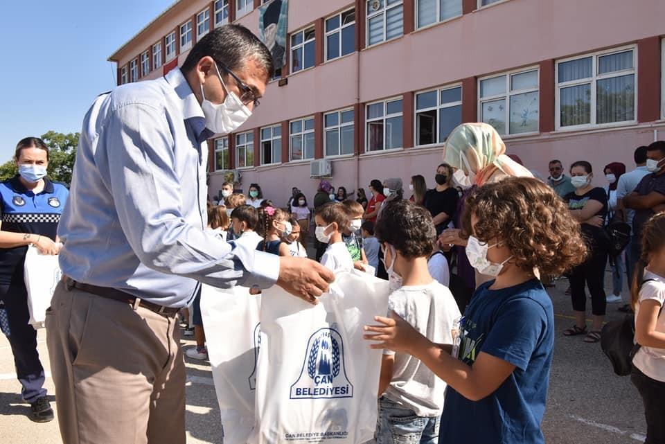 Başkan Öz öğrencilerin heyecanına ortak oldu