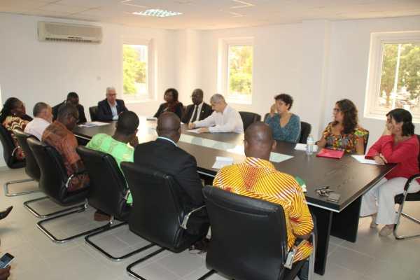 visita de la UGR a la Universidad de Tomé