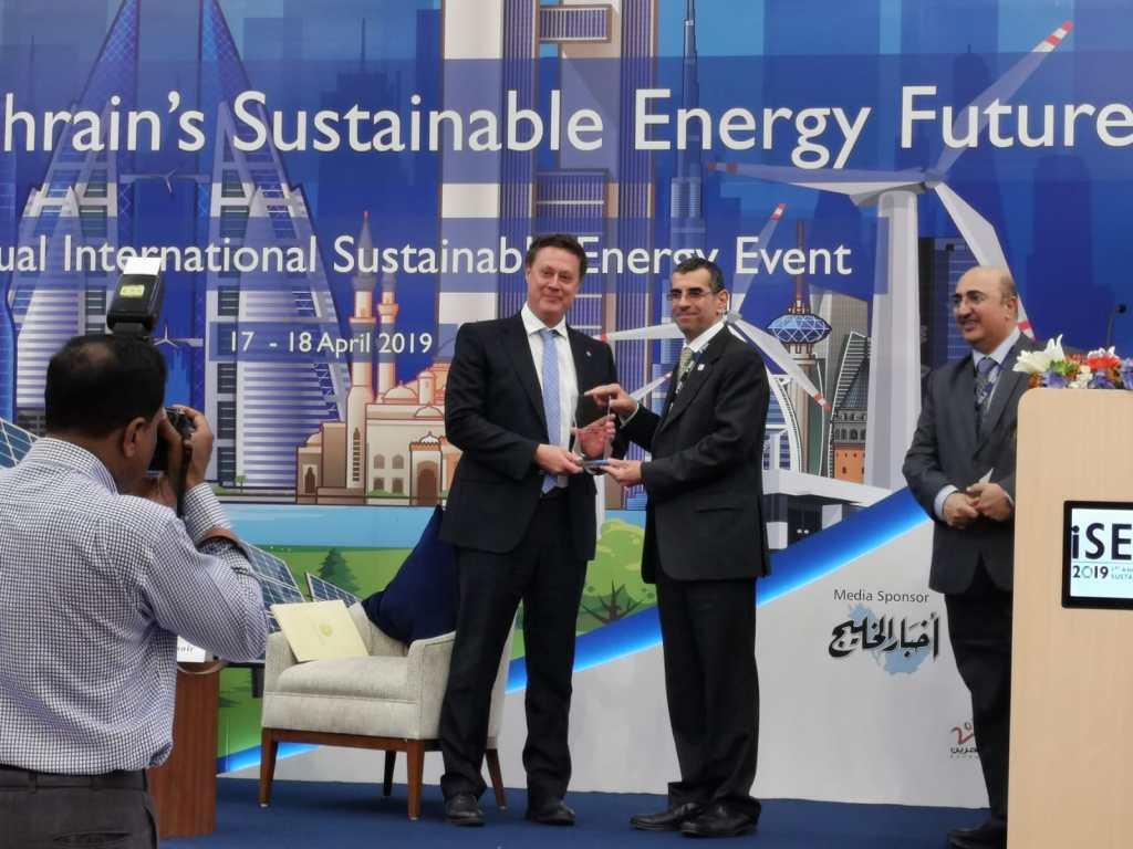 El Reino de Bahrein se interesa por varias patentes de la UGR en el sector de las energías renovables