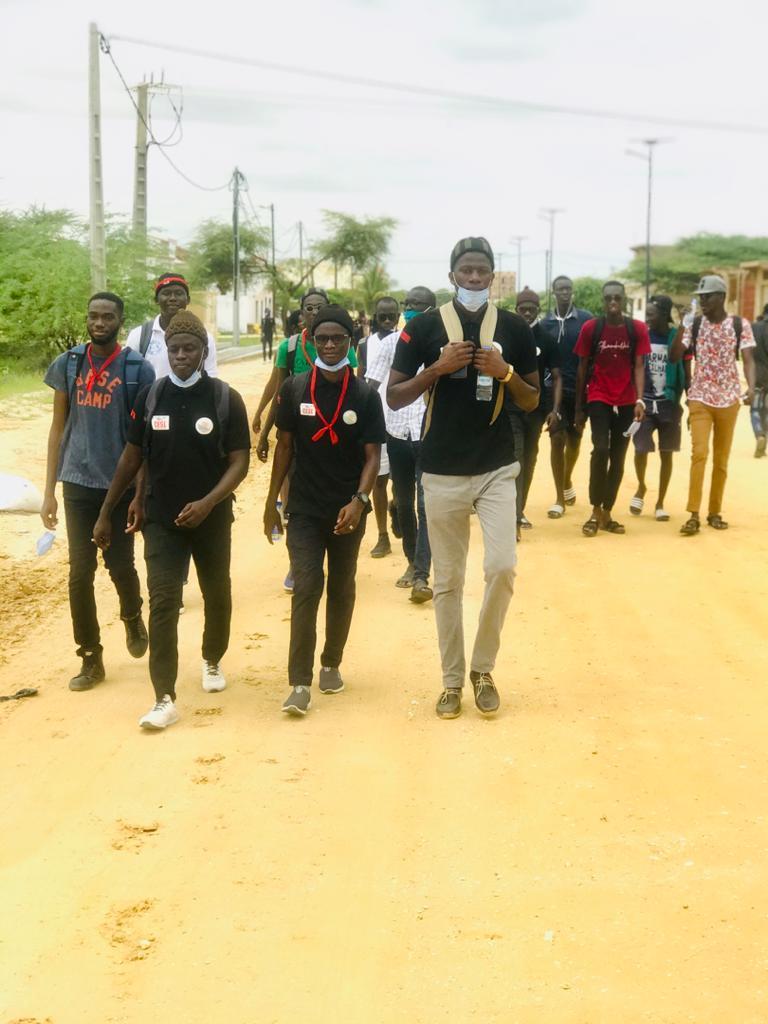 photo marche des étudiants de l'UGB
