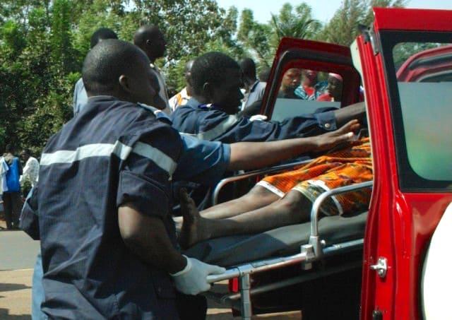 Pompiers sur une séance d'accident de la route au senegal
