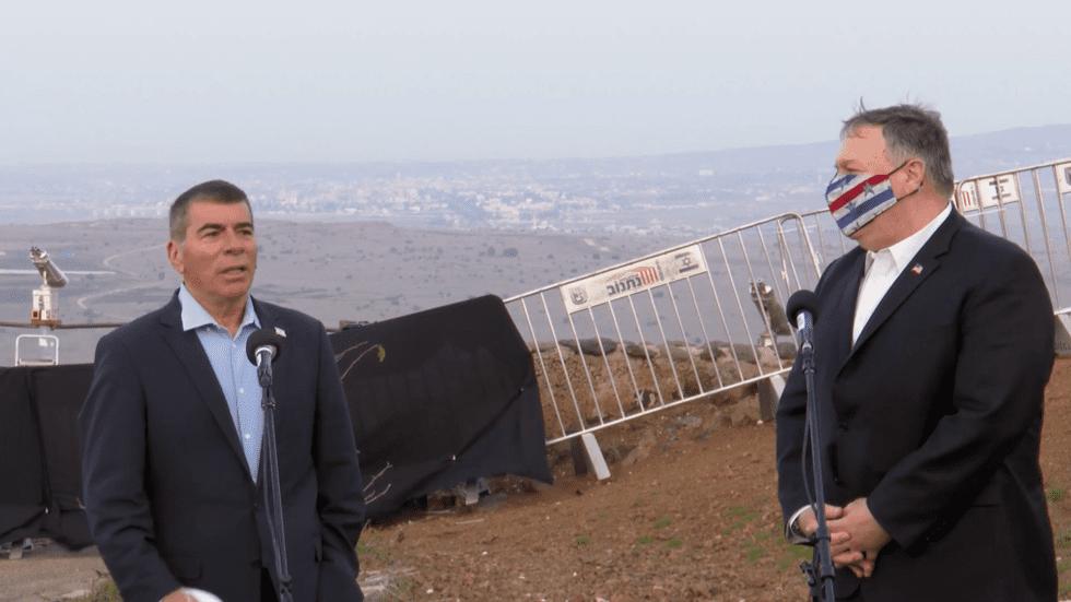 Mike Pompeo sur le plateau du Golan occupé par Israël.