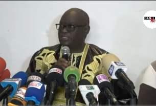 Me Elhadji Diouf lors d'une conférence de presse