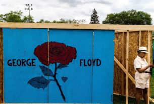 Minneapolis commémore George Floyd.