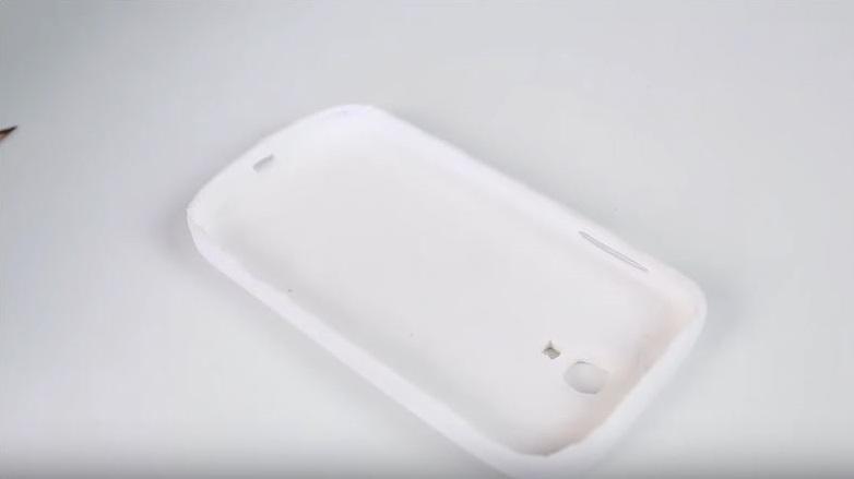 como hacer tu propia carcasa para el móvil 9