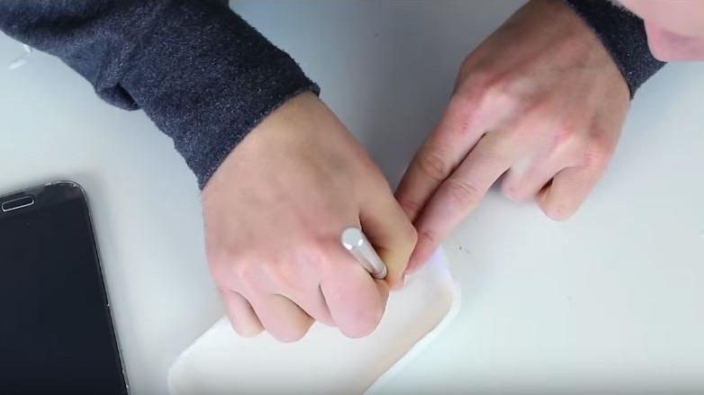 como hacer tu propia carcasa para el móvil 6