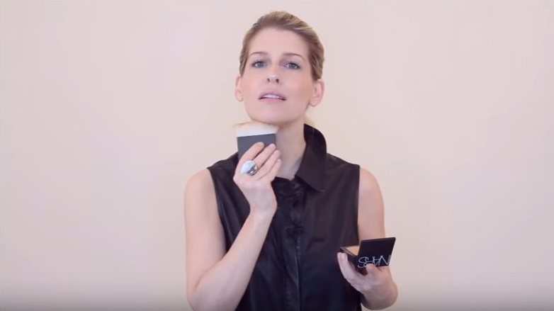como disimular la papada con maquillaje