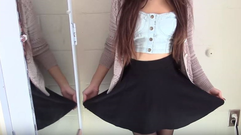 como combinar una falda negra pegada
