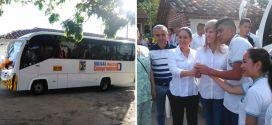 Gobernadora del Valle entregó bus a estudiantes de zona rural de Bolívar.
