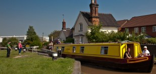 Enjoyment in the sun at Wardle Lock on the Shroppie junction with the Trent & Mersey in Middlewich.