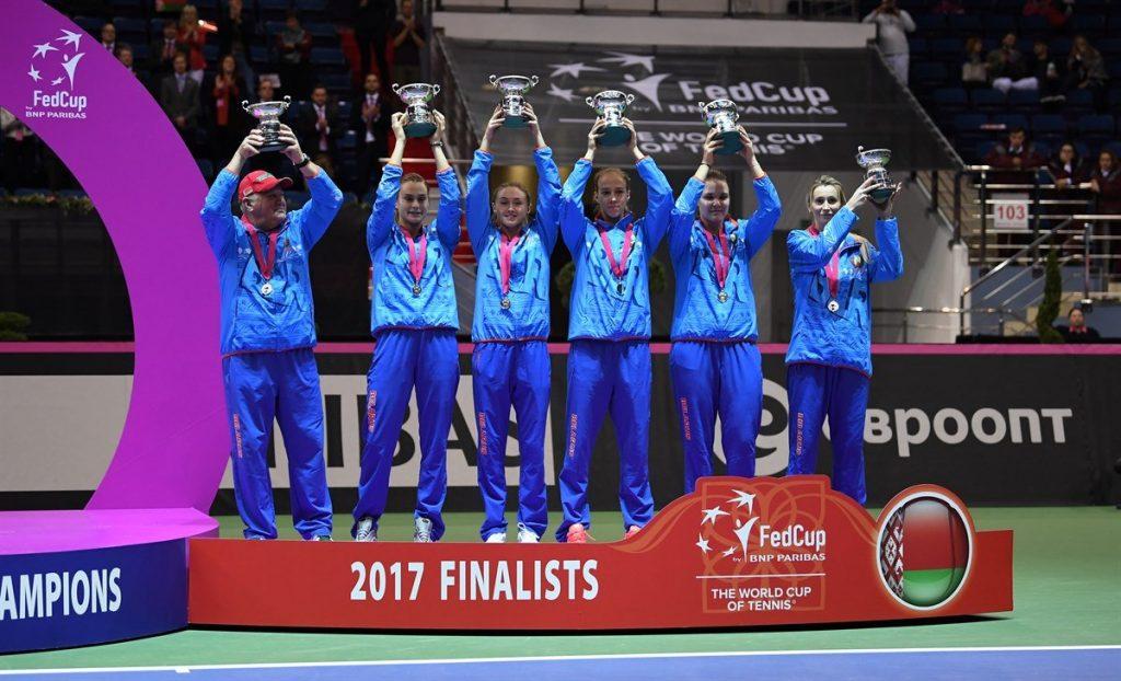 El equipo de Bielorrusia con el título de subcampeonas en la Fed Cup 2017