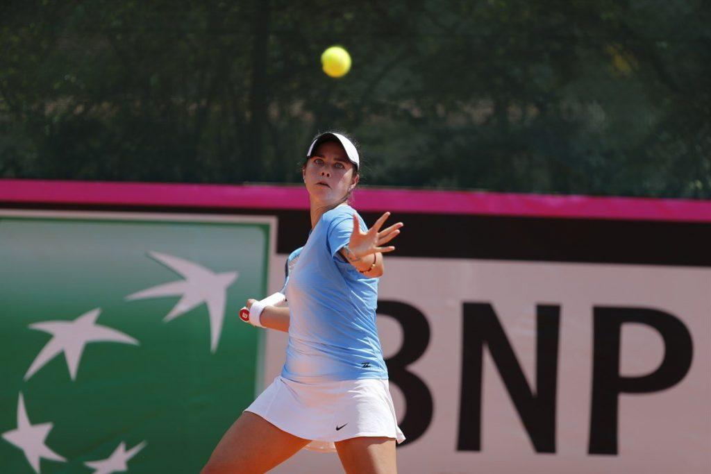 Daniela Schippers jugando la Fed Cup con Guatemala