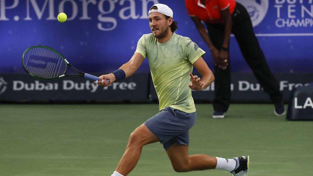 Pouille golpea la bola en el ATP Dubai