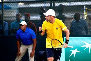 Joao Pedro Sorgi celebra un punto con Brasil en Copa Davis