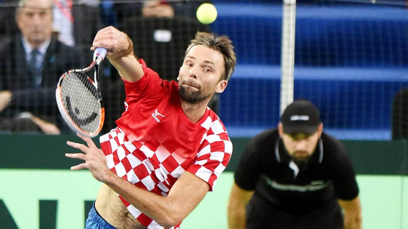 Ivo Karlovic sacando con Croacia en Copa Davis