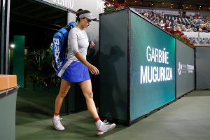 Muguruza entrando a la pista central de Indian Wells