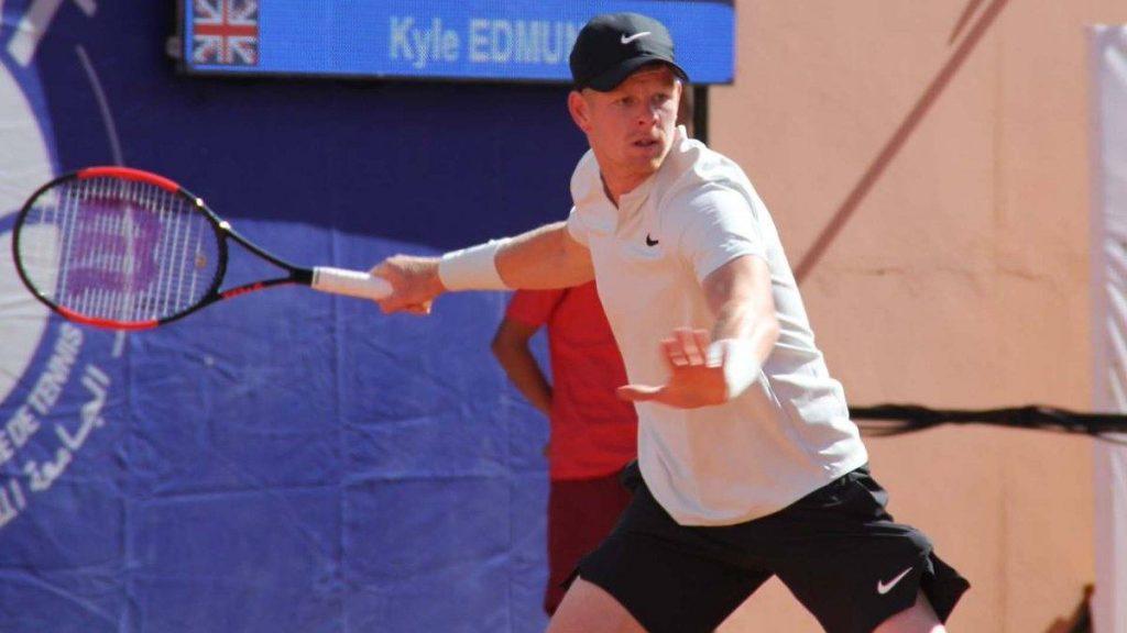 Kyle Edmund golpea una derecha en el ATP de Marrakech