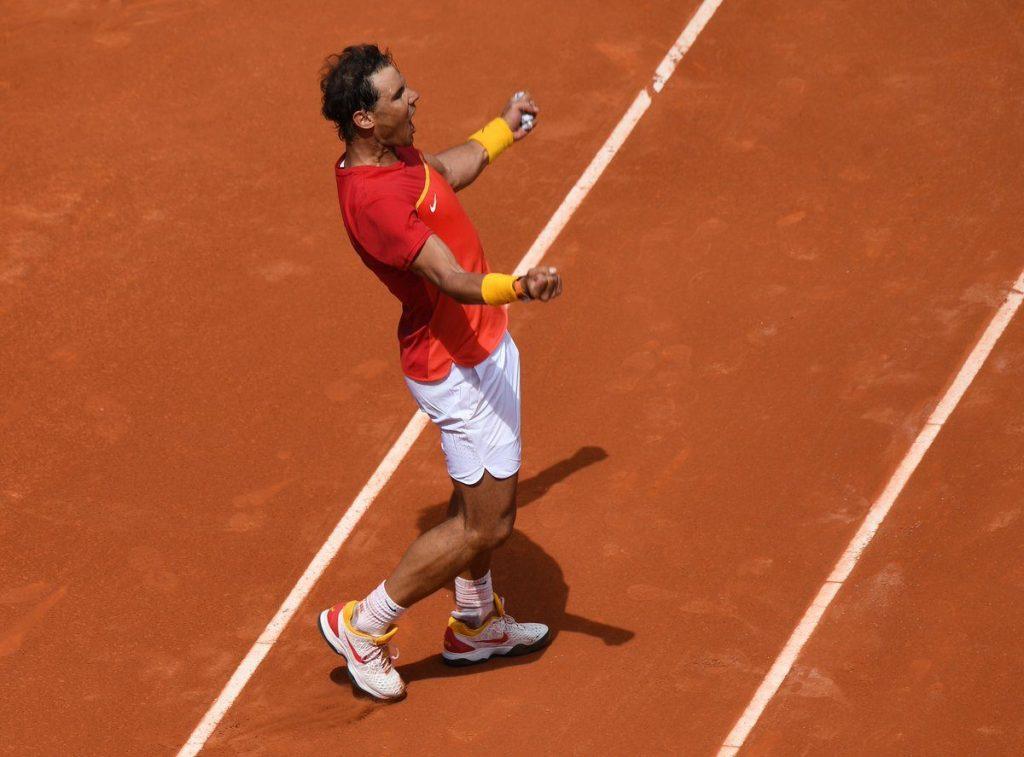Nadal celebra la victoria ante Zverev en Copa Davis