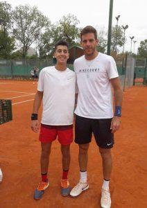 Tomás Farjat con Juan Martín Del Potro tras un entrenamiento