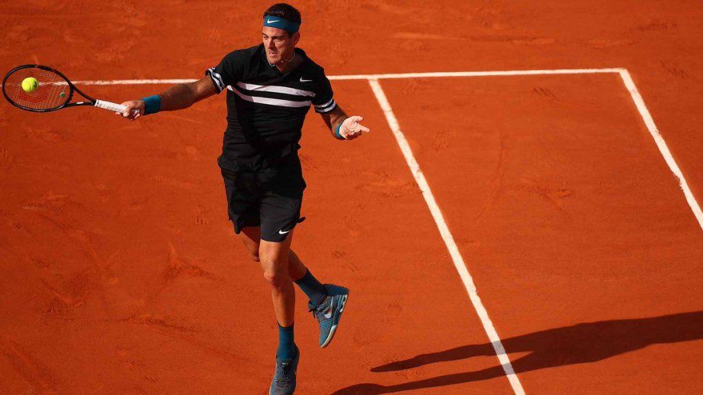 Del Potro golpea una derecha en Roland Garros