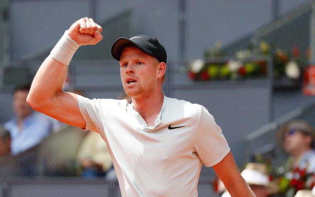 Kyle Edmund celebra un punto ante Djokovic en el Mutua Madrid Open