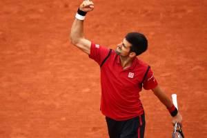 Djokovic celebra un punto en Roland Garros