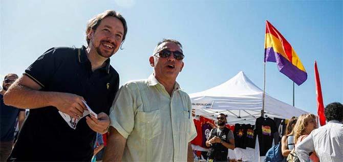 Pablo Iglesias con el secretario general del PCE y diputado de Unidas-Podemos Enrique Santiago