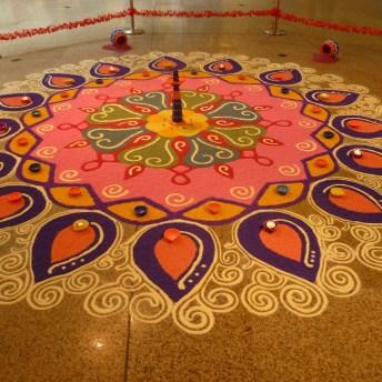 Kolam Colorido durante Pongal