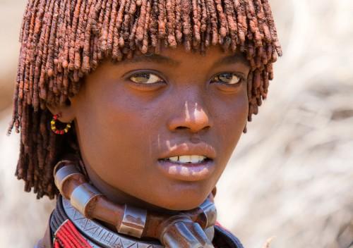 Nina etiopia de la tribu hamer