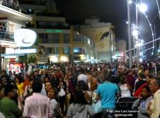 miles de persona abarrotaron el paseo de Las Canteras para ver los fuegos artificiales de San Juan 2014