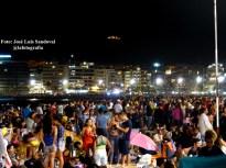 miles de personas en la playa de Las Canteras para ver los fuegos de San Juan 2014