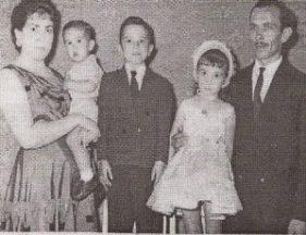 El matrimonio con sus hijos Francisco, Antonio y Teresa