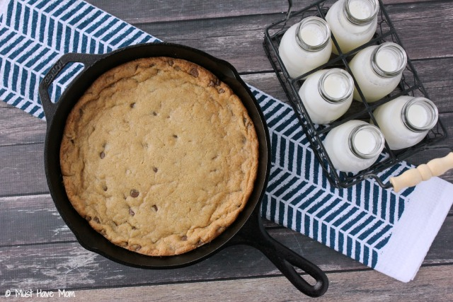Cast-Iron-Skillet-Cookie-and-Milk {Must Have Mom}