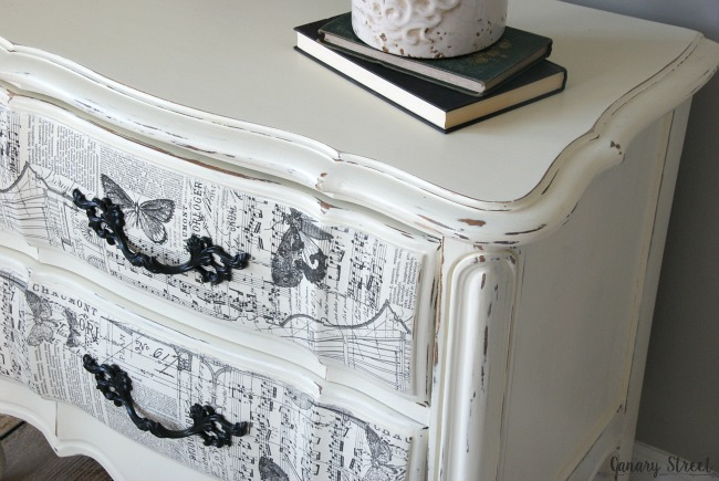 Gorgeous French nightstand painted with Annie Sloan chalk paint, plus an easy technique to create unique drawer fronts. https://canarystreetcrafts.com/