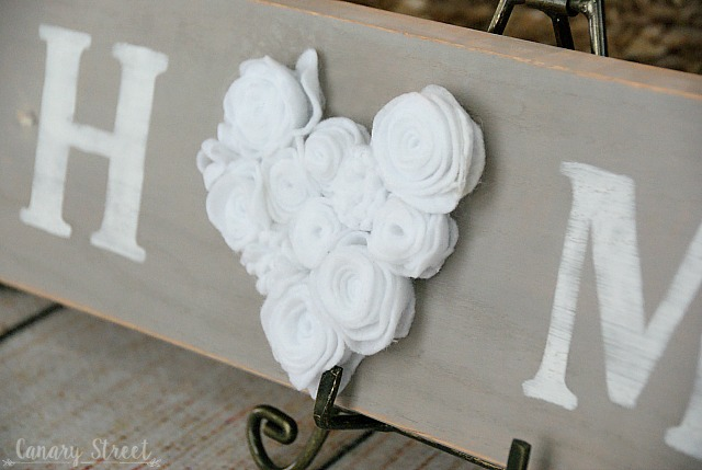 Easy DIY felt flower wood sign - canarystreetcrafts.com