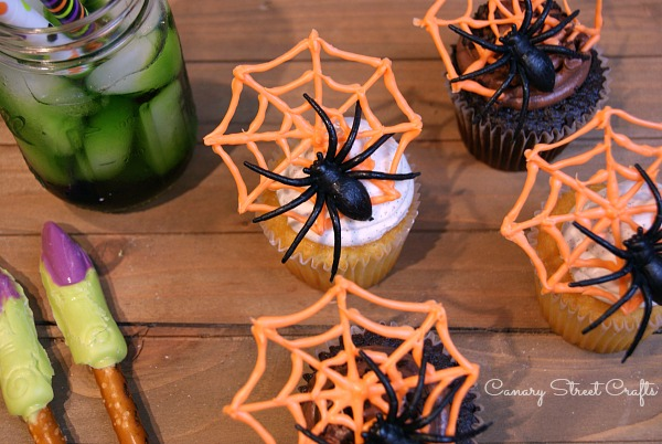 Spiderweb cupcake toppers (made from candy melts) plus a free printable spiderweb template so you can easily make your own! {Canary Street Crafts}
