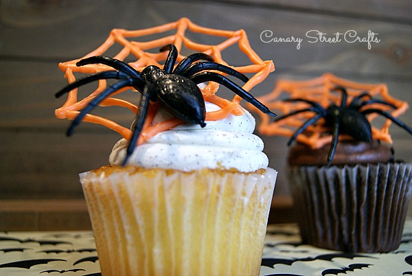 Free printable spiderweb template to make spiderweb cupcake toppers {Canary Street Crafts}