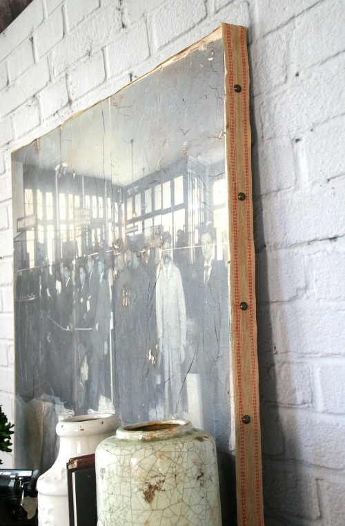 How to easily turn a vintage photograph into a DIY large canvas wall art using your home printer! Full tutorial https://canarystreetcrafts.com/