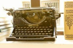can-blau-old-typewriter